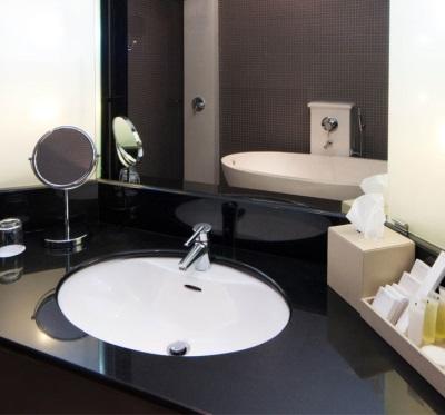 Зеркала в маленькой ванной