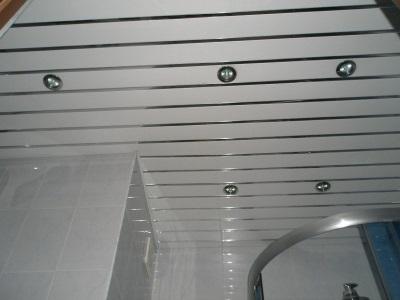 Встроенные светильники в реечный потолок