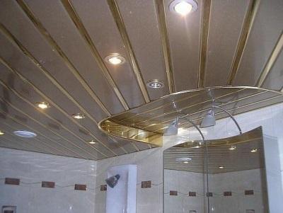 Готовый реечный потолок в ванной комнате