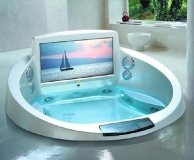Телевизор, вмонтированный в ванну