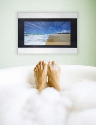 Просмотр телевизора в ванной