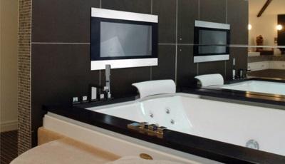 Телевизор в интерьере ванной