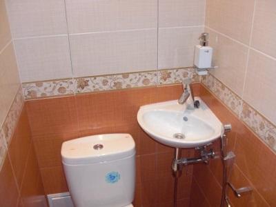 Маленькая угловая раковина для туалета