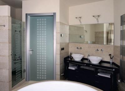 Двери в ванной комнате и туалете