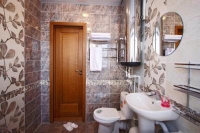 Сплошная дверь для ванной комнаты