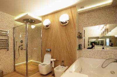 Освещение в деревянной ванной