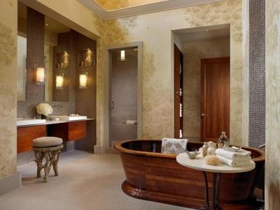 Деревянная ванна в ванной