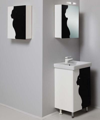 Черная мебель с белым узором в ванной