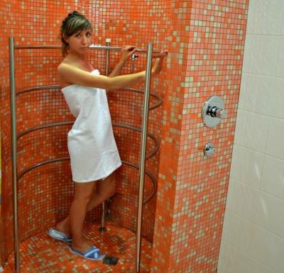 Циркулярный душ для девушек