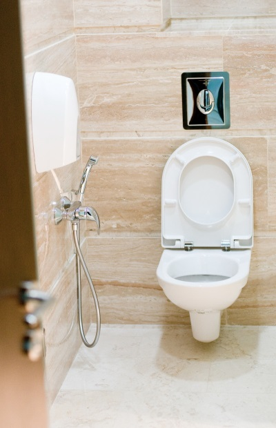 Гигиенический душ с термостатом в ванной
