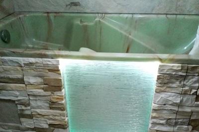 Оригинальный вариант оформления экрана под ванну