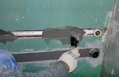 Скрытие труб в стену