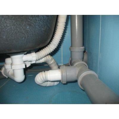 Пластиковые трубы в ванной