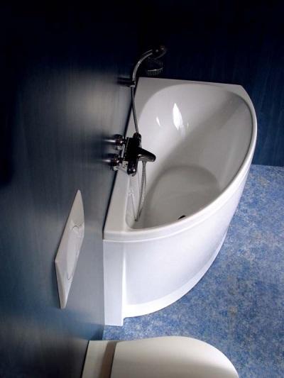 Угловая маленькая ванна