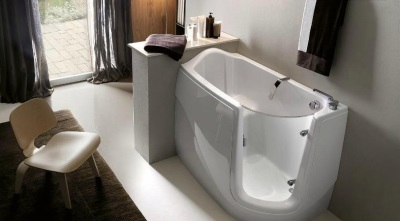 Глубокая маленькая ванна