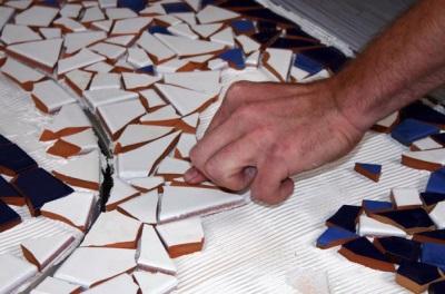 Мозаичное панно из осколков керамической плитки