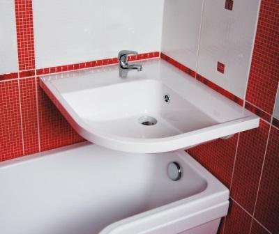 Раковина над ванной