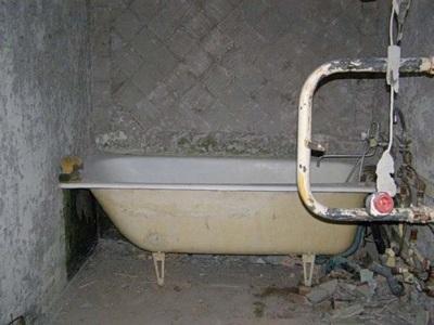 Ванная комната после демонтажных работ