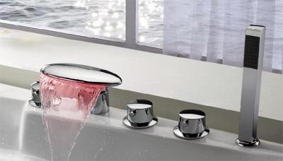 Каскадный смеситель с подсветкой воды