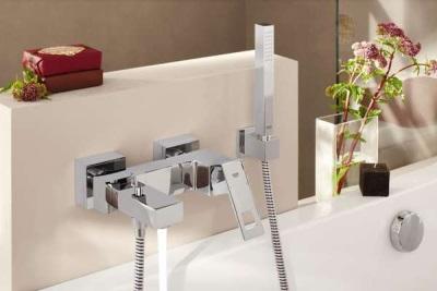Хромированное покрытие смесителя для ванны и душа