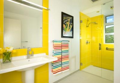 Желтая современная ванная