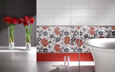 Красный в маленькой ванной