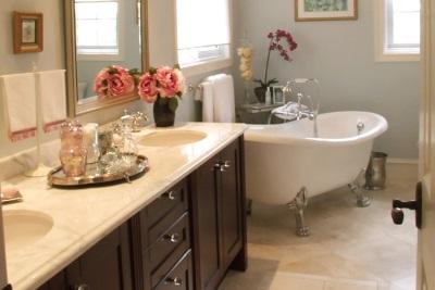 Классический стиль в ванной с цветами