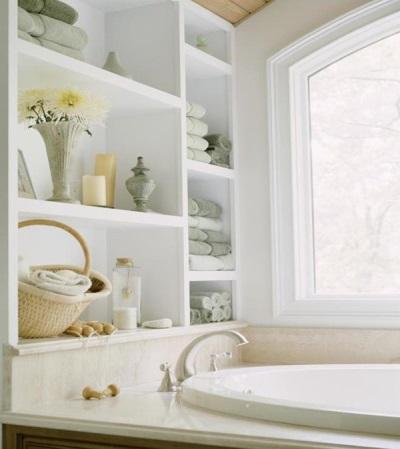 Удобное расположение всех аксессуаров для ванной