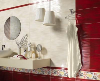 Бордовая и бежевая плитка в ванной