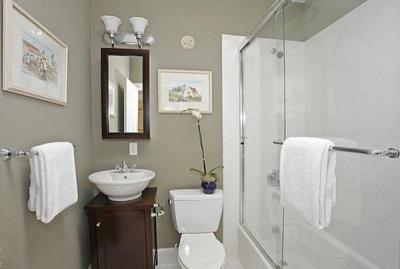 Цветовое комбинирование для маленькой ванной