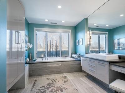 Ванная комната без туалета в синих оттенках