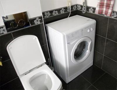 Узкая стиральная машинка для маленькой ванны