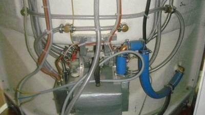 Электрокабель в душевой кабине