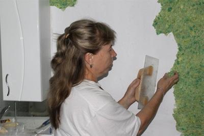 Нанесение смеси на стены