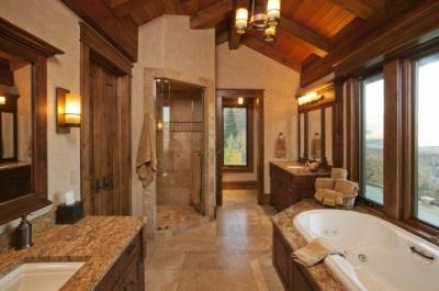 Освещение уютной ванной комнаты