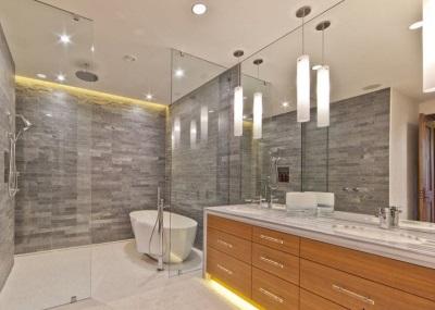 Ванная комната отделанная разными материалами