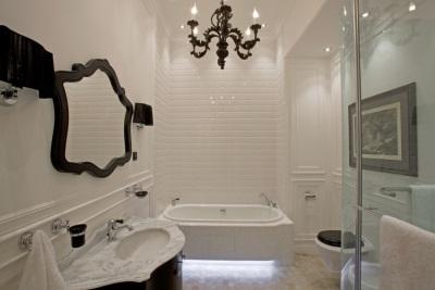 Модная ванная комната в белом цвете