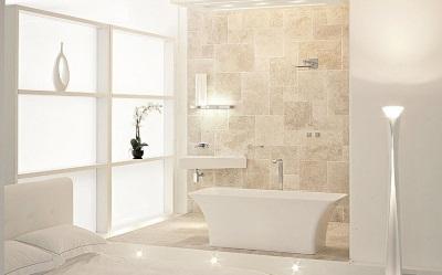 Модная бежево-белая ванная комната