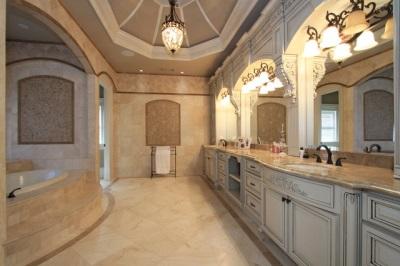 Интерьеры ванной с керамической плиткой