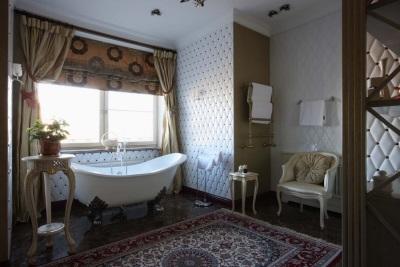 Цветовое решение для просторной ванной