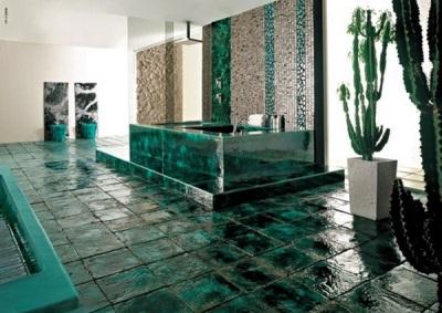 Просторная изумрудная ванная комната