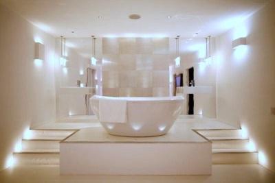 Яркий свет в ванной