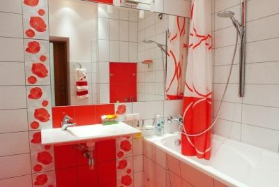 Декорированная ванна после ремонта