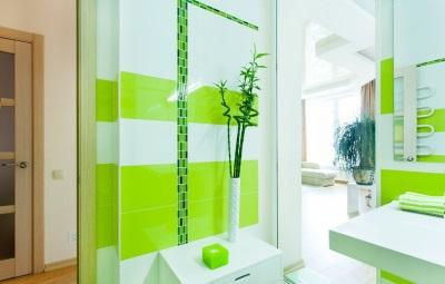 Салатовая ванная - естественное освещение