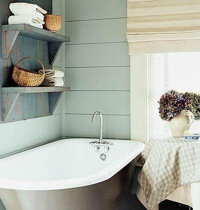 Серые полочки для серой ванной