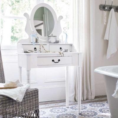 Столик для ванной в гармонии с интерьером