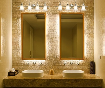 Акценты у зеркала в ванной комнаты 5 кв м
