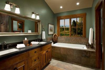 Ванная комната с темно-зелеными элементами