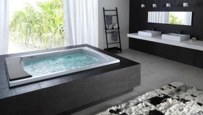 Гидромассажная ванна декорированная деревом венге