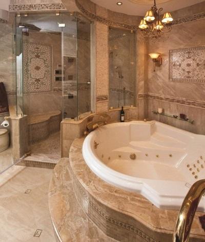 Встроенная ванна с подиумом из одной ступени